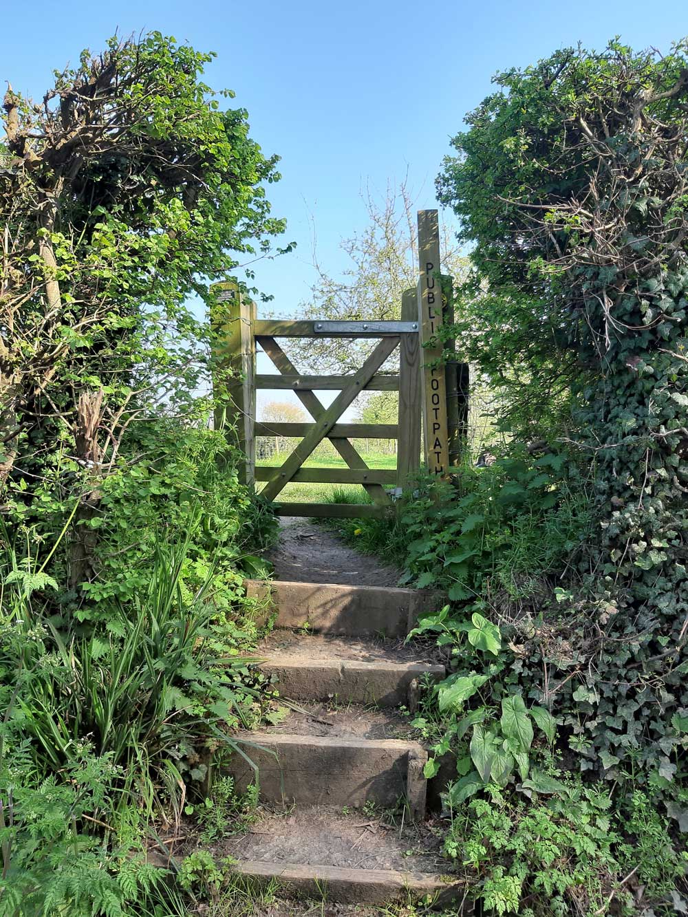 Access to local footpath